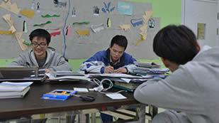 上海交大南洋国际高中校园环境-阅览室