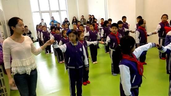 小学部文体教养员教养研活触动————舞蹈展即兴课