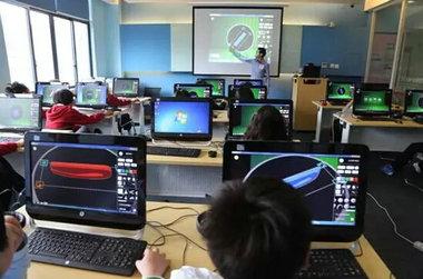上海美高学校计算机房
