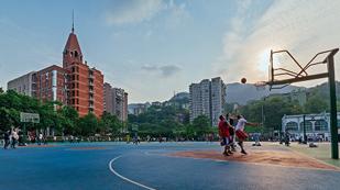 川外国际高中篮球场