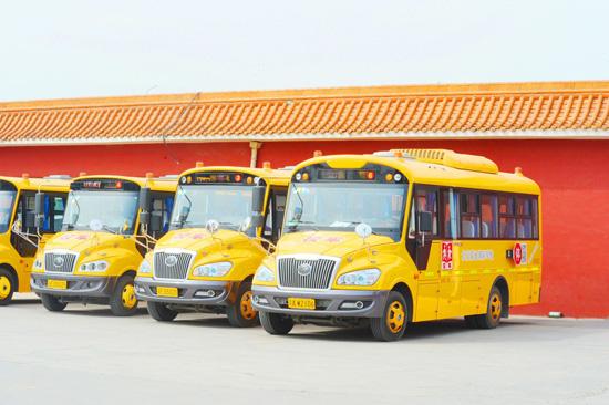 北京爱迪学校是否有校车接送?
