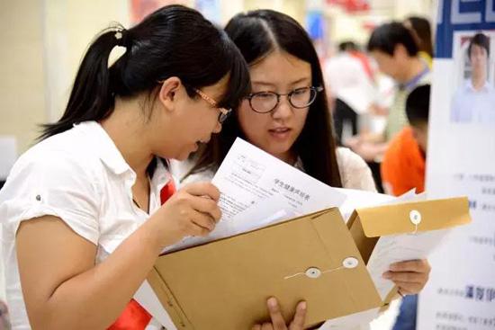 北京爱迪学校美国高中12年级入学有什么要求?