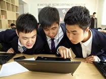 美中美育美国高中现代化教室
