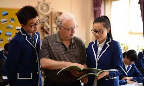 北京君谊中学外教和学生