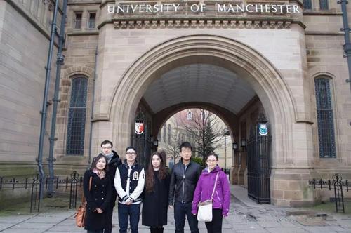现就读于英国曼彻斯特大学的北京中关村外国语学校往届毕业生
