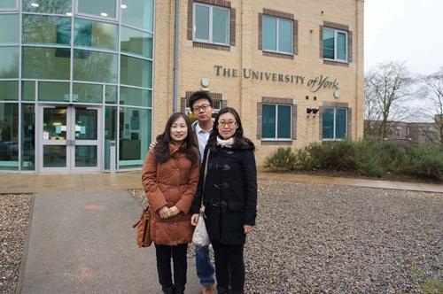 就读于英国约克大学的北京中关村外国语学校往届毕业生