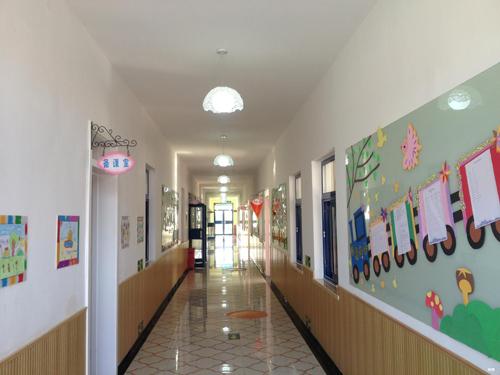 尚麗外國語學校學前部教室走廊
