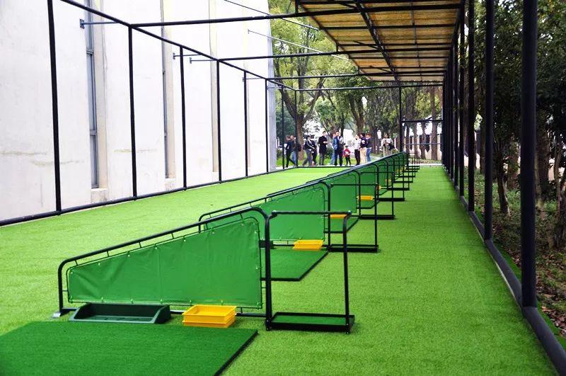 美国威睿达思美华校区高尔夫练球场