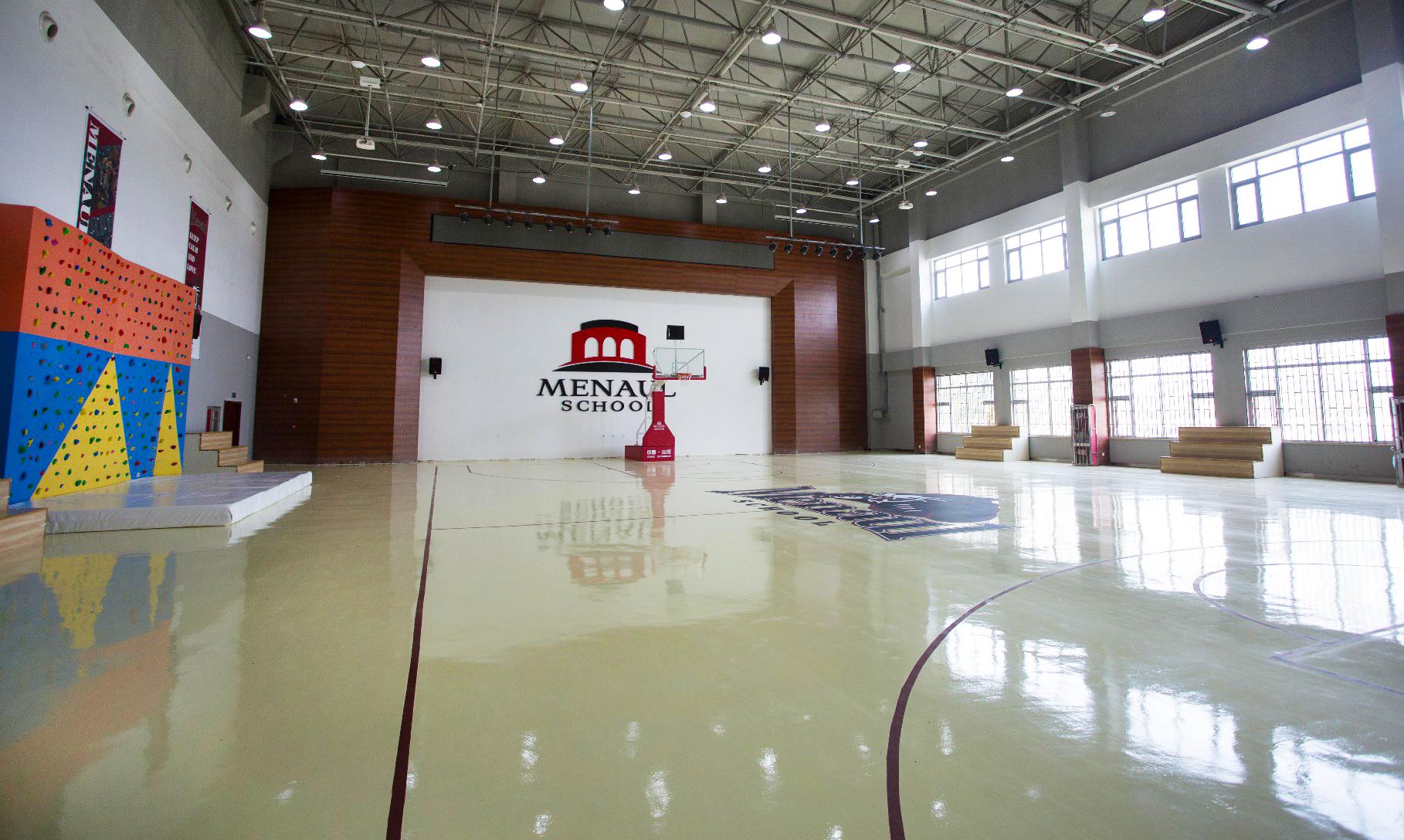 青岛盟诺国际学校室内篮球场
