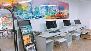 广州莱佛士设计学院电脑室