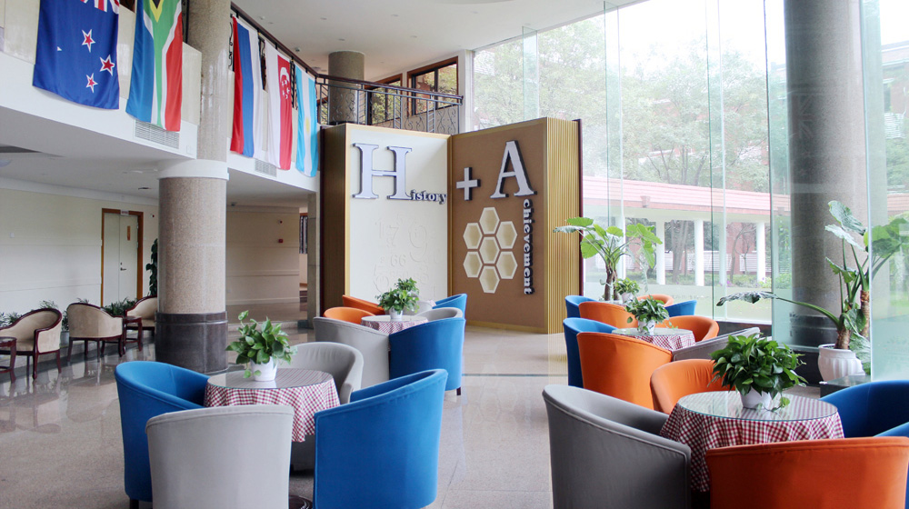 成都西雅美途外国语联合学校设施
