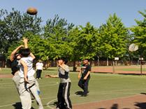 新亚中学操场篮球赛